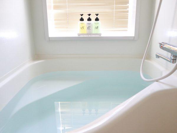 お風呂で歌っています。